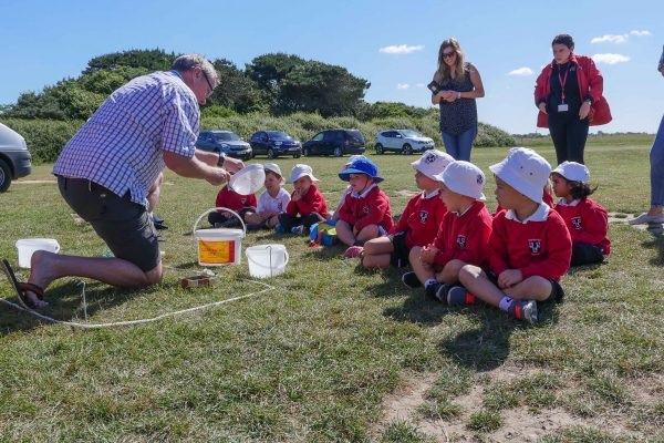 showing kids how to sieve microplastics
